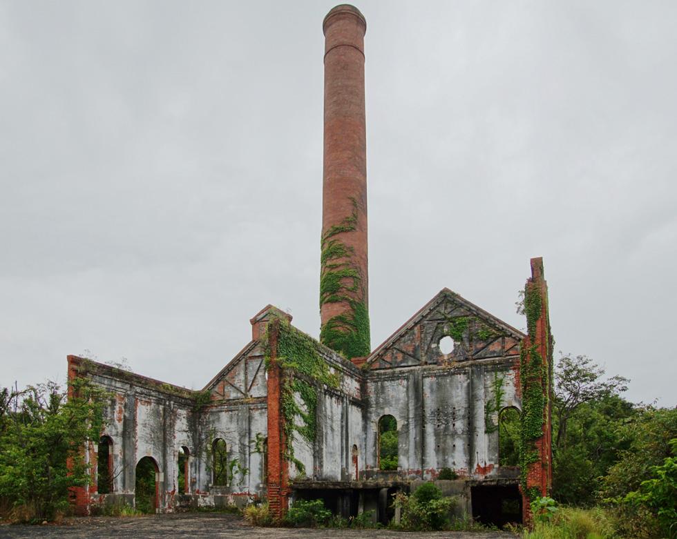 שרידי המפעל שנסגר ונהרס. המוזיאון מהווה הצהרה אידיאולוגית ביחס למורשת התעשייתית של יפן (צילום: DAJF, cc)
