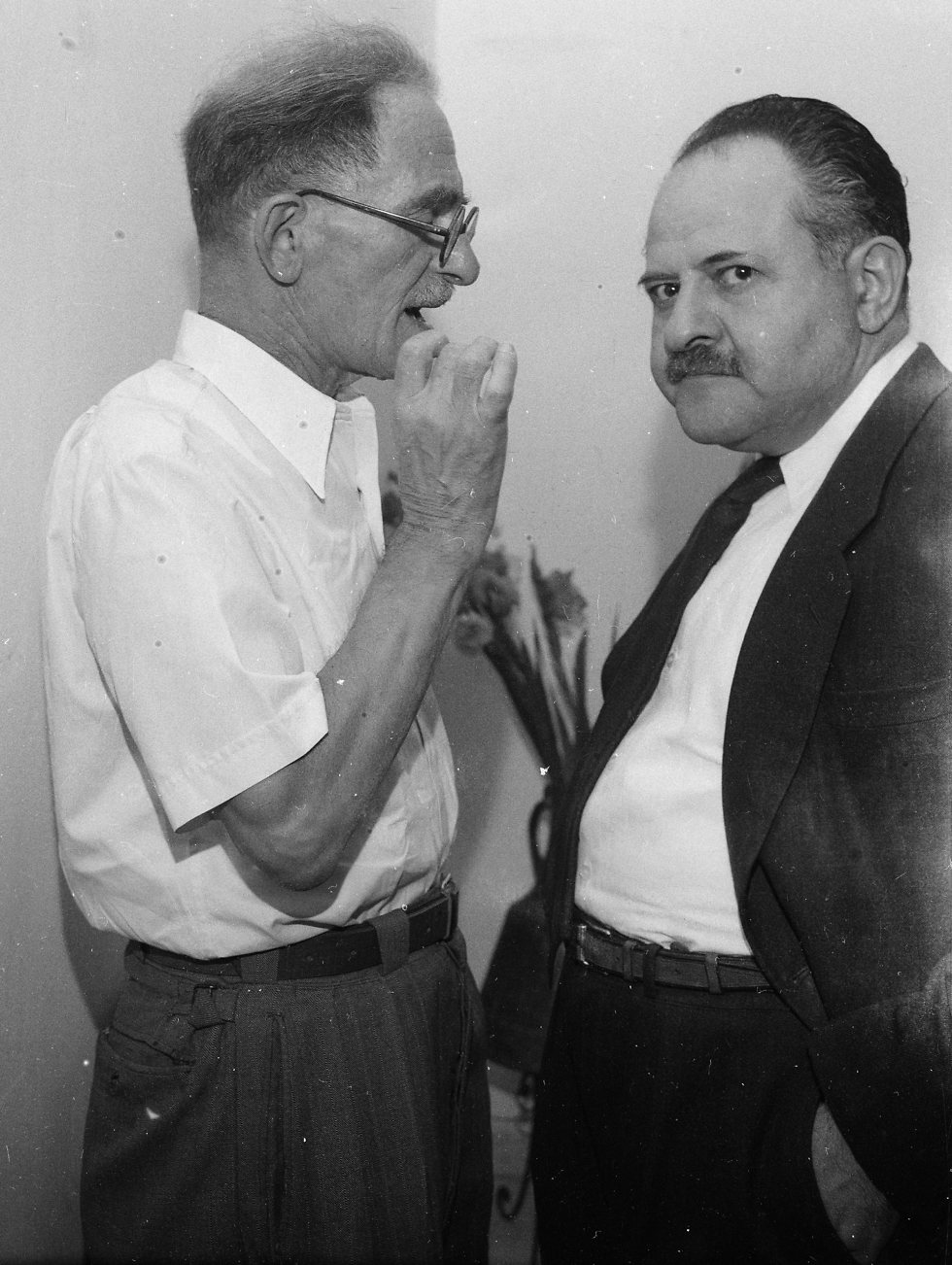 MK Moshe Sneh speaking to MK Moshe Erem at the Knesset, 1955 (Photo: David Rubinger)