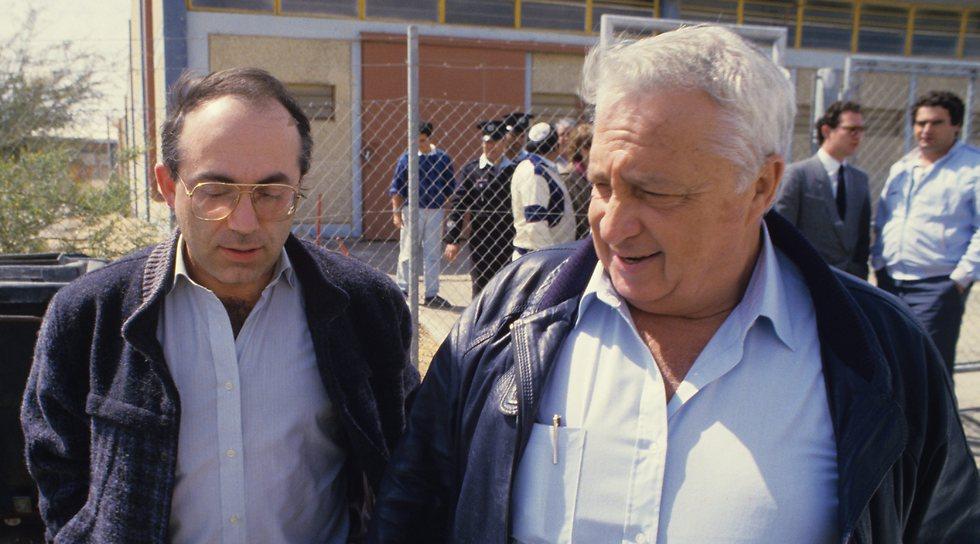 Shin bet interrogator Yossi Ginosar, left, with former Israeli prime minister Ariel Sharon (Photo: Amir Weinberg)