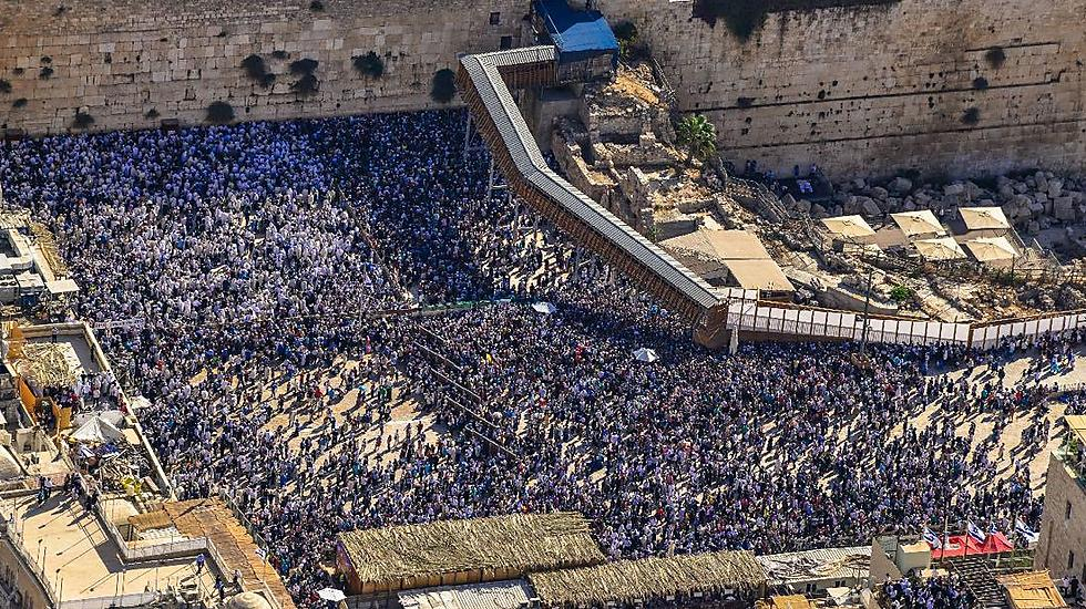 Jews gather for the priestly blessings at the Kotel (Photo: Police Spokesperson's Unit) (Photo: Police Spokesperson's Unit)
