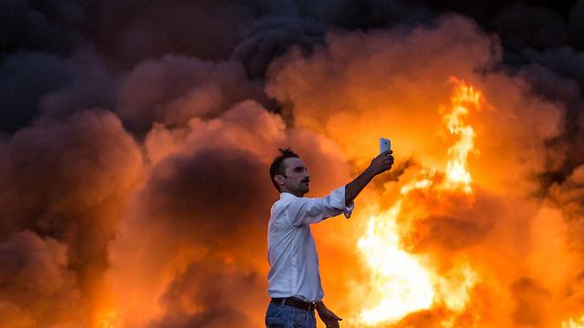 שדה נפט שדאעש הצית לפני שנסוג ממוסול, עיראק (צילום: AFP) (צילום: AFP)
