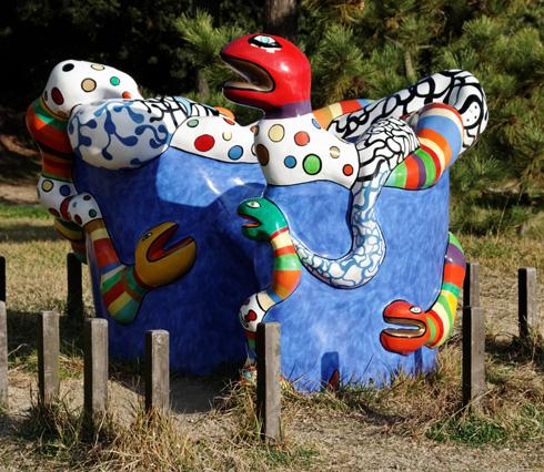 בגן הפסלים. עבודה של ניקי דה סנט פאל (צילום: Kimon Berlin, cc)