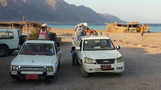 מטיילים ישראלים בסיני בשנה שעברה (צילום: גיא שילה) (צילום: גיא שילה)
