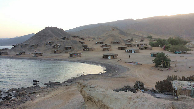 Tourist area: Israelis in huts in Sinai (Photo: Yael Ponizovsky-Bergelson)