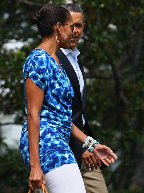 אוהבת לרכוש אונליין מרשתות אופנה. אובמה לובשת גאפ (צילום: Gettyimages)