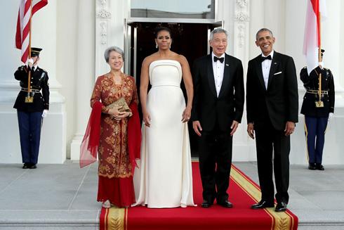 ביקורות מעורבות בתקשורת. השמלה הלבנה שעיצב ברנדון מקסוול (צילום: Gettyimages)