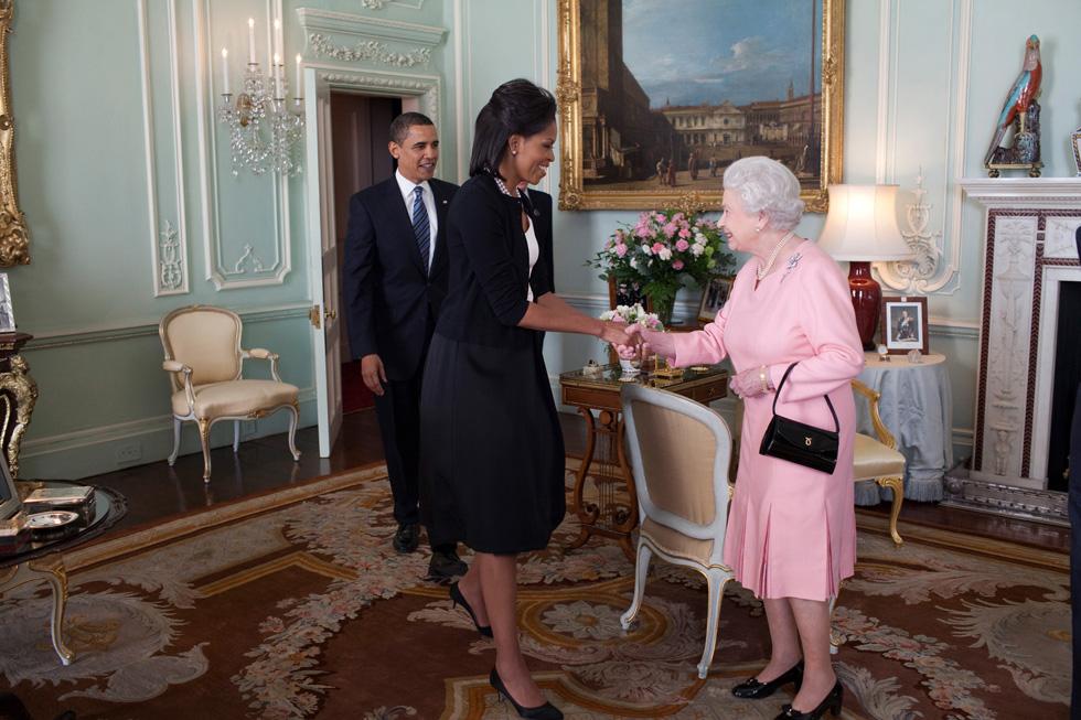 כשמלכת אנגליה ומלכת הסטייל האמריקאי נפגשו (צילום: Gettyimages)