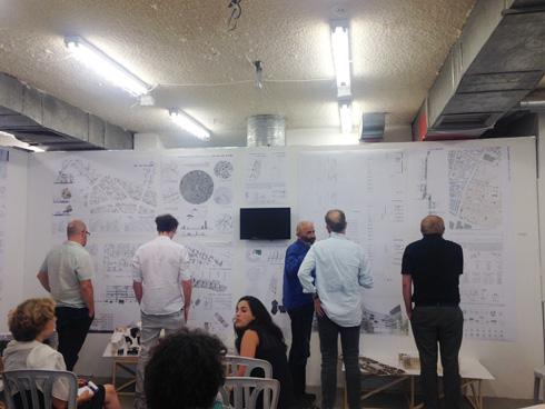 הגשות בבצלאל. בימי שישי מתקיימים סיורים בהדרכת משרדי אדריכלות שונים (צילום: הילה שמר)