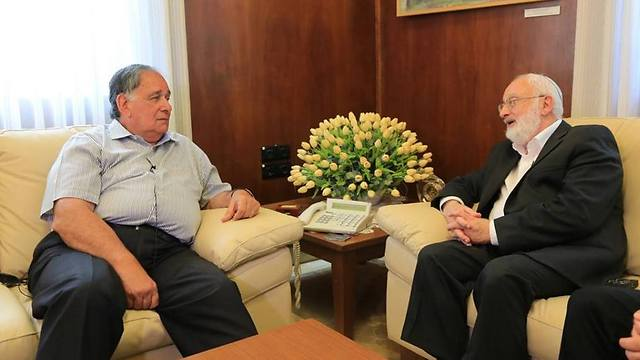"""ראש עירית חיפה, מר יונה יהב. """"הקרעים בעם הולכים ומתרחבים, וחובה עלינו להילחם בתופעה מיד ובכל הכוח"""". (צילום: קבלה לעם)"""