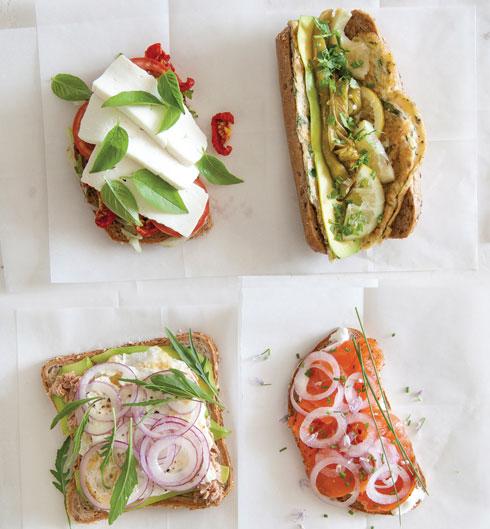 כריך חביתת ירק, כריך קפרזה, כריך סלמון וכריך טונה ואבוקדו  (צילום: יוסי סליס; סגנון והכנה: נטשה חיימוביץ')