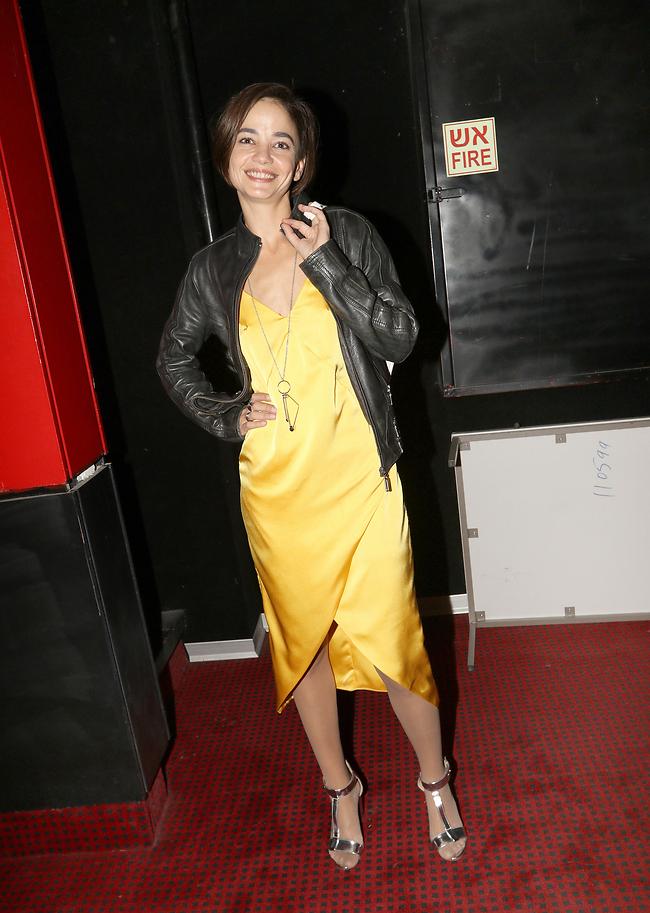לא הבנו את הקשר בין השמלה לז'קט. בת חן סבג בשעטנז (צילום: ענת מוסברג)