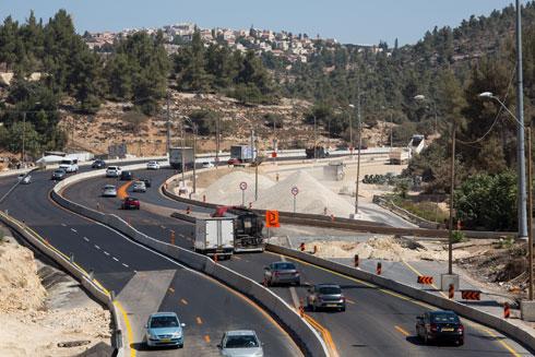 בין אבו גוש למבשרת. ומה יהיה כשגם הכביש הזה יהיה פקוק מדי? (צילום: דור נבו)
