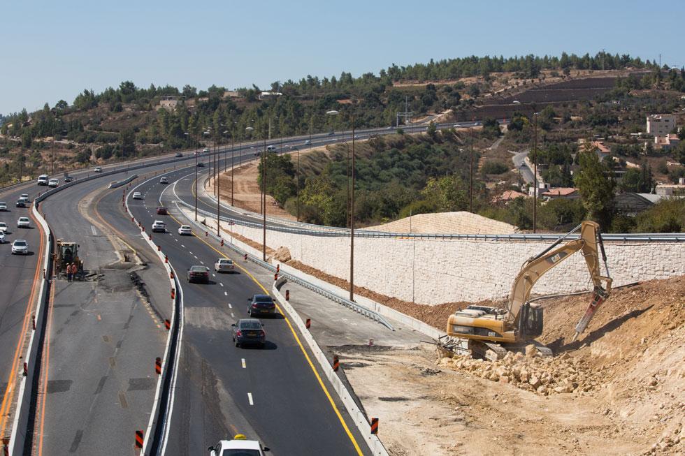 מחלף חמד שינה בשנות ה-70 את פני העלייה לירושלים ושיפר את הנסיעה, אלא שעכשיו הוא עומד להיראות אחרת לגמרי. הנוף הירוק מוחלף באספלט (צילום: דור נבו)