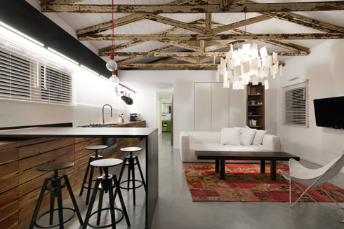 גם בבית המגורים הוחלט לשמר את אופיו המקורי של המבנה (צילום: גדעון לוין)