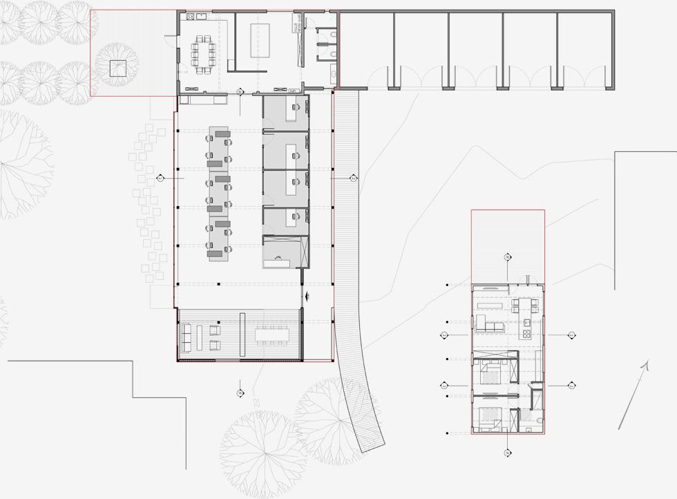 תוכנית המתחם: משמאל משרדי ''לנדאו עיצובים'',  וניצבים להם מחסנים לציוד שהם מתכננים לתערוכות. מימין בית המגורים הקטן (תוכניות: בראהמה אדריכלים)