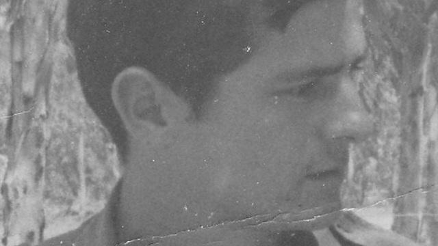 """אברמוביץ' בתקופת המלחמה. """"למרות שידיו ובגדיו החלו לבעור, המשיך בנהיגה"""" (באדיבות עידו מור) (באדיבות עידו מור)"""