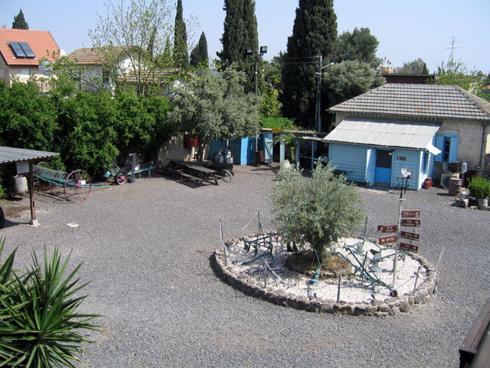 חצרות האיכרים בכפר תבור (צילום: Tamar Hayardeni, cc)