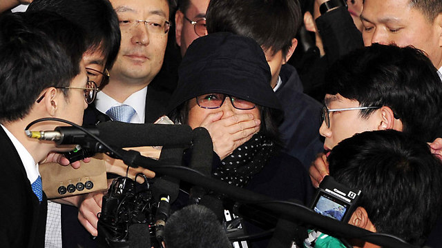 מכה על חטא. צ'וי-סון-סיל, חברתה הקרובה של נשיאת דרום קוריאה (צילום: EPA) (צילום: EPA)