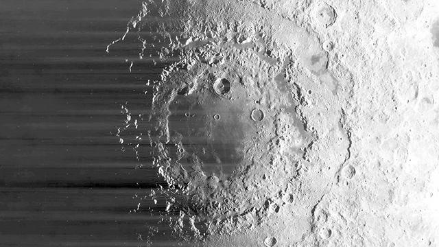 """נוצר מהפצצה של אסטרואידים (צילום: נאס""""א)"""
