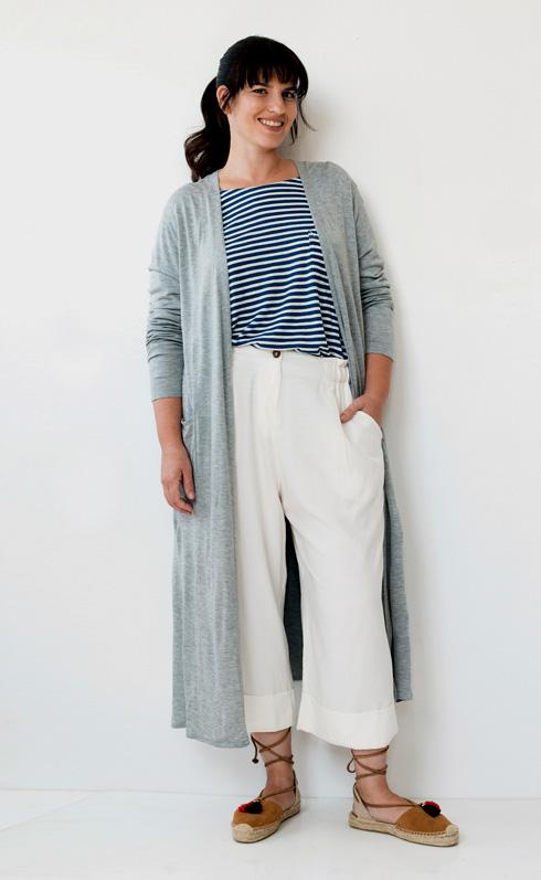 חולצה, 90 שקל, H&M; קרדיגן, 100 שקל, H&M; מכנסיים, 790 שקל, ששון קדם; נעליים, 449 שקל, סטורי (צילום: עדו לביא, סטיילינג: תמי ארד-ברקאי)