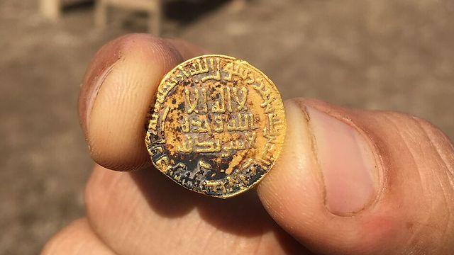 The gold coin (Photo: Omer Zidan) (Photo: Omer Zidan)