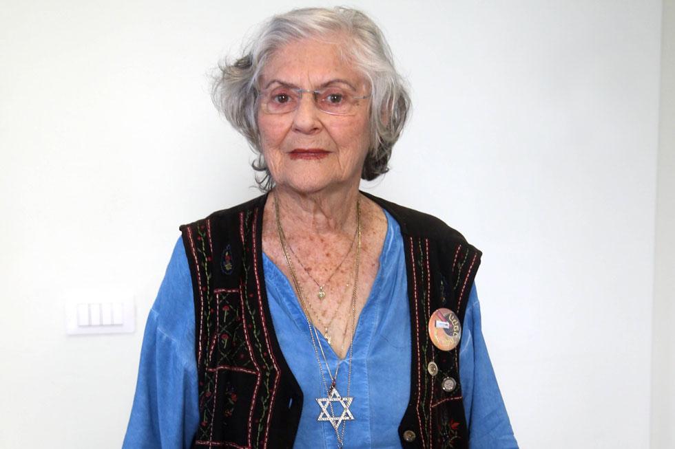 """ד""""ר שוש נבון, בת 84, אלמנה, אם לארבעה ילדים ביולוגיים ועוד 25 """"מאומצים"""", סבתא ל־35, סבתא רבתא ל־11, רופאה בשיטה הסינית, נטורופתית והומיאופתית, תושבת כפר־יונה. """"יש לנו משפחה מורחבת וגדולה, שבה עד היום כולם קוראים זה לזה 'אחי' ו'אחותי'"""" (צילום: יריב כץ)"""