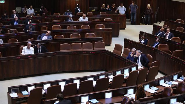 מושבים ריקים בישיבה לזכר זאבי (צילום: גיל יוחנן) (צילום: גיל יוחנן)
