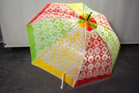 מטרייה תחרה צבעונית (צילום: טל ניסים)