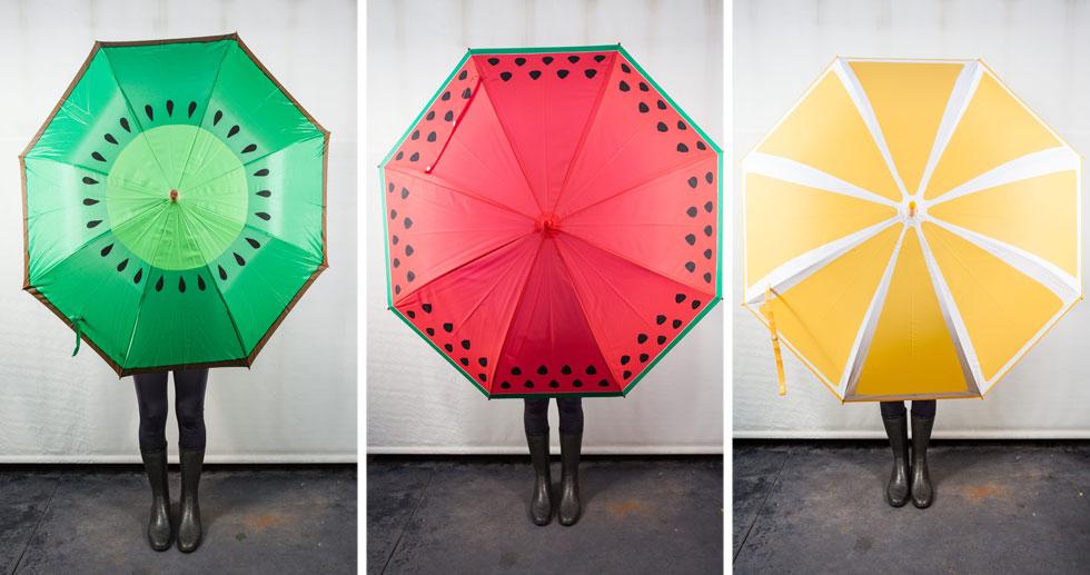 מטריות קיווי, תפוז ואבטיח (צילום: טל ניסים)
