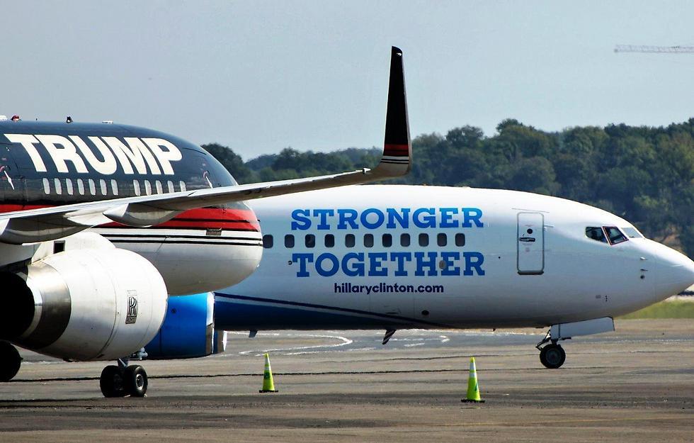 המטוס של קלינטון (מימין) והמטוס של טראמפ (צילום: Getty Images) (צילום: Getty Images)
