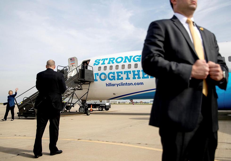 המטוס המאובטח (צילום: AP) (צילום: AP)