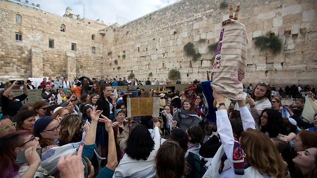 Reform Jews pray at the Western Wall (Photo: AP)