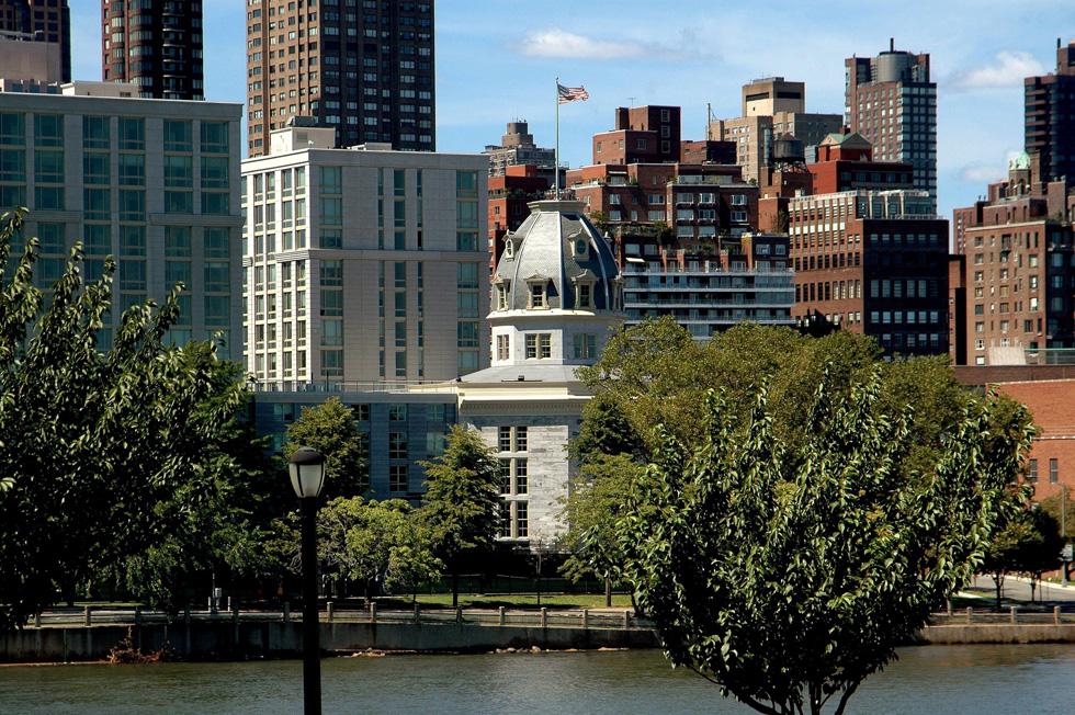 אוקטגון באי רוזוולט, ניו יורק. בית חולים פסיכיאטרי שננטש הוכרז כמבנה לשימור, והוסב למתחם מגורים יוקרתי (צילום: Shutterstock / Lee Snider photo images)