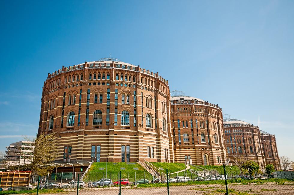 גאזומטר בווינה. מבנים לאחסון גז הפכו לקומפלקס מהודר, בתכנונם של ארבעה אדריכלים נודעים (צילום: Shutterstock / Lipskiy)