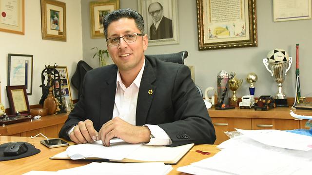 דווקא מעודד. ראש העיר אילן שוחט (צילום: אביהו שפירא) (צילום: אביהו שפירא)