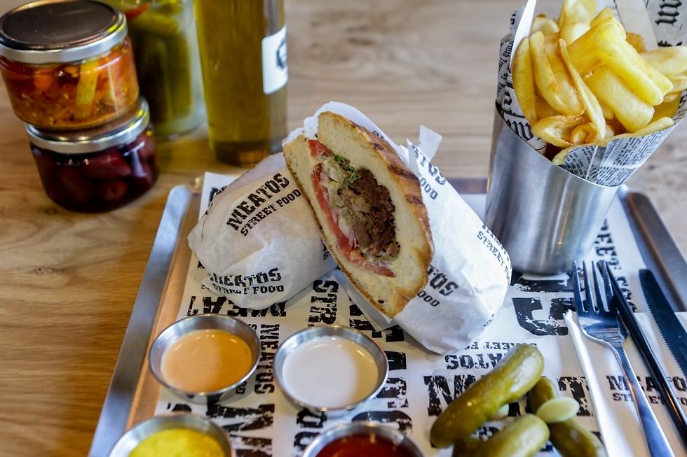 """ויש גם שוק אוכל בשישי בצהריים, """"מיתוס סטריט פוד"""" (צילום: ירון ברנר)"""