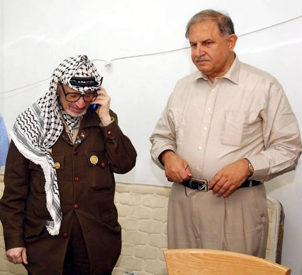 Yasser Arafat with close advisor Hani al-Hassan (Photo: AFP)