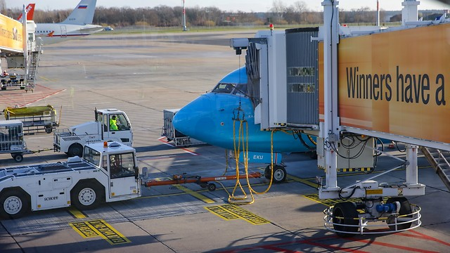 רוצים לעלות ראשונים למטוס? תשלמו (צילום: ירון ברנר) (צילום: ירון ברנר)