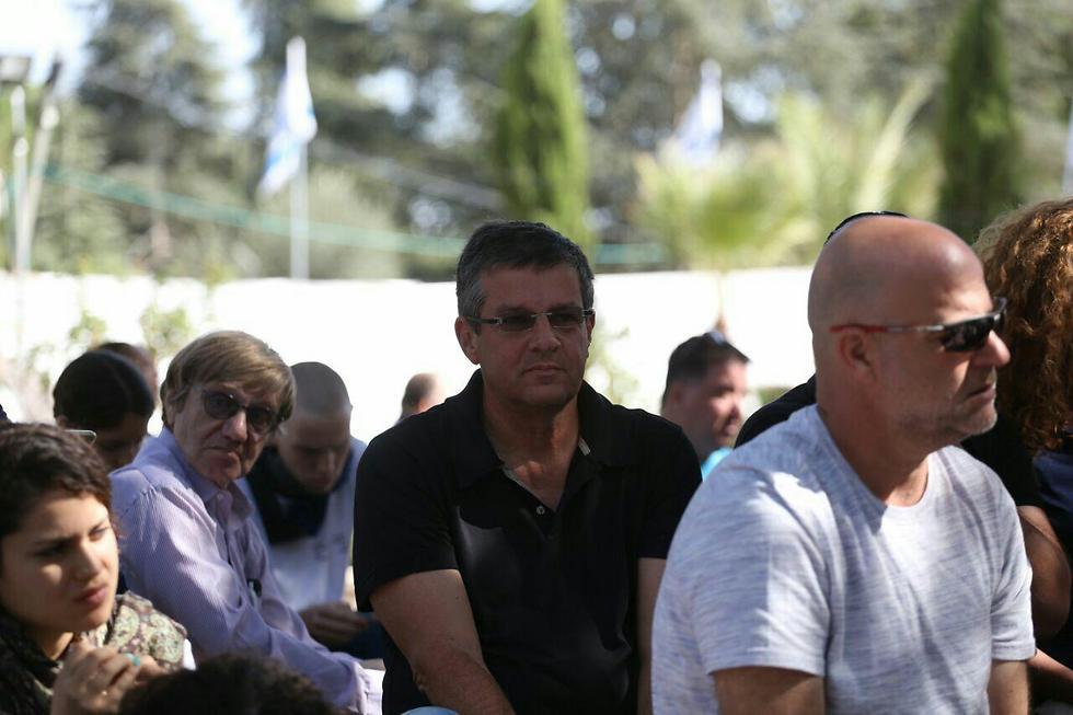 הבן יובל רבין (בחולצה השחורה) (צילום: אוהד צויגנברג) (צילום: אוהד צויגנברג)