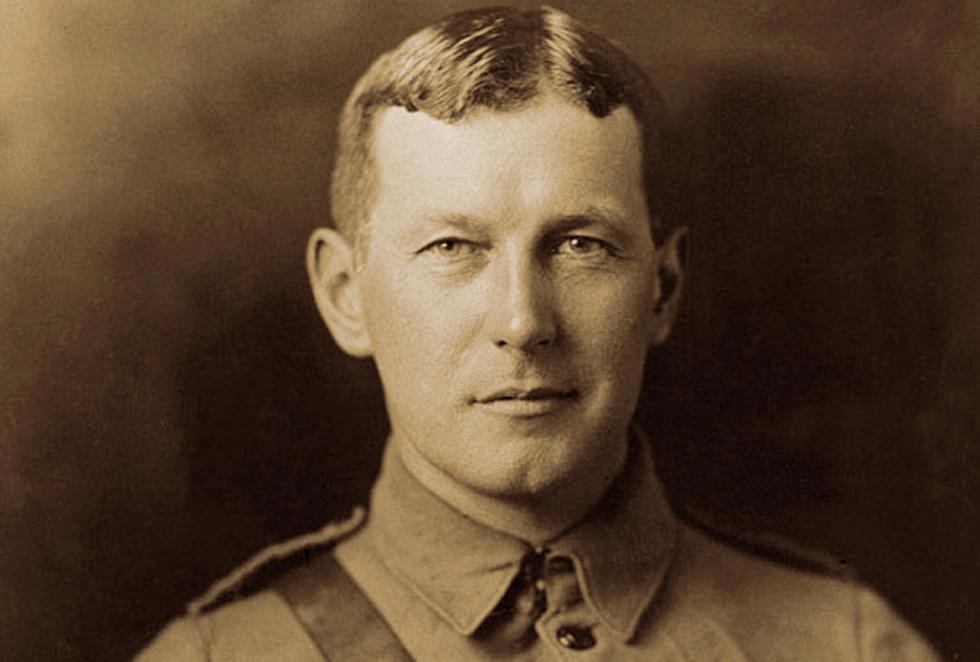 ג'ון מק'קריי. שירו מושמע בעצרות זיכרון רבות, וקטע ממנו מופיע על שטר של עשרה דולרים קנדיים (צילום: wikipedia, cc)
