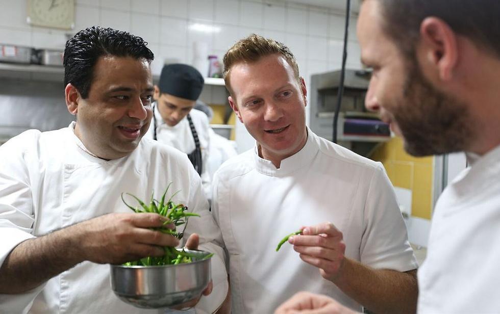 """מימין לשמאל: שף דור פרחי, שף יובל בן נרייה ושף מאניש מהרוטרה (צילום: יח""""צ) (צילום: יח"""