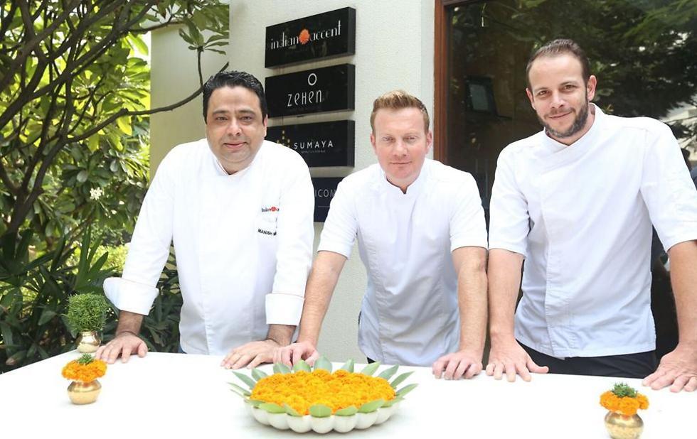 """מימין לשמאל: שף דור פרחי, שף יובל בן נרייה ושף מאניש מהרוטרה בכניסה למסעדת """"Indian Accent"""" (צילום: יח""""צ) (צילום: יח"""