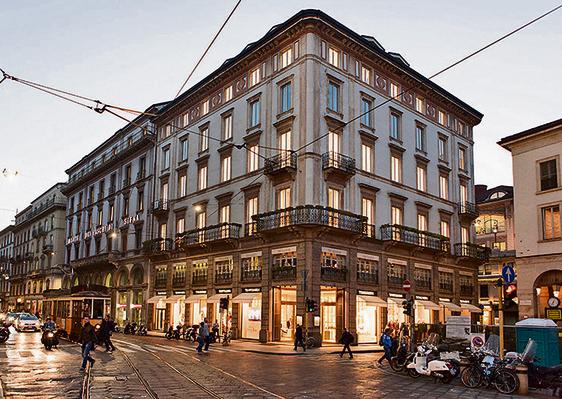 חנות פראדה במילאנו