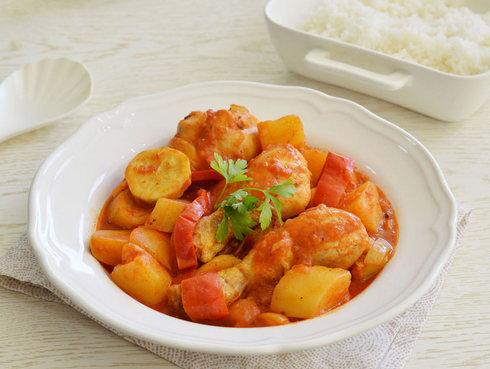עוד עיקרית בקלי קלות: תבשיל עוף ברוטב עגבניות עם תפוחי אדמה וירקות. לחצו על התמונה כדי לעבור למתכון (צילום: אפרת סיאצ'י)