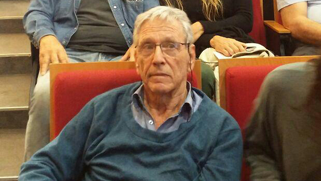 Amos Oz. Supporting the activists of the demonization industry