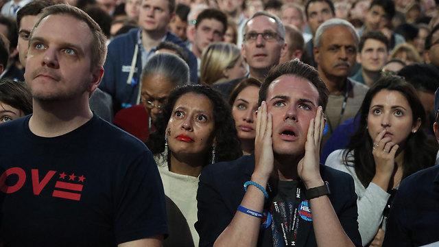 תומכיה של קלינטון לא מאמינים. רגע פרסום תוצאות הבחירות (צילום: AFP)