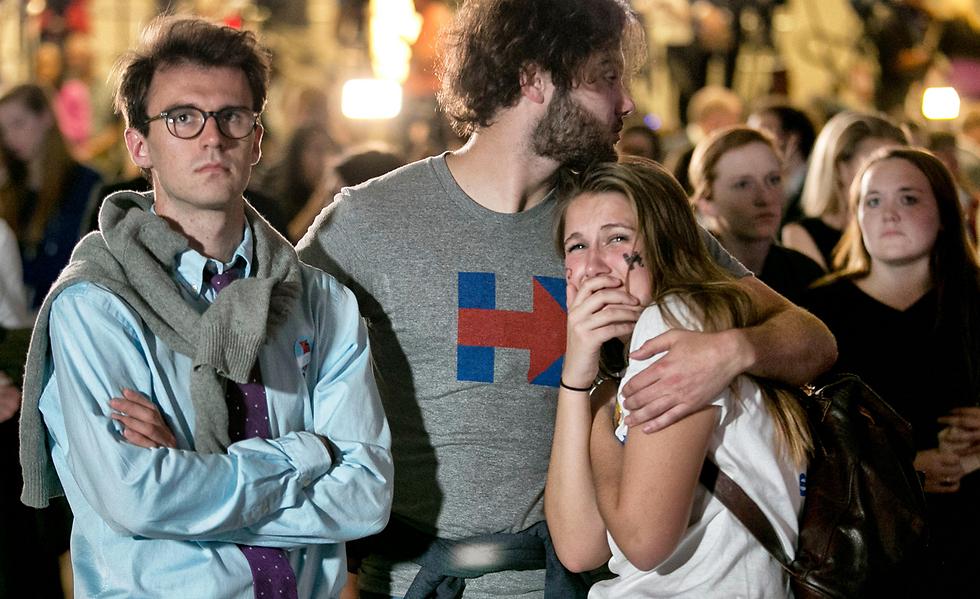 תומכי קלינטון בהלם, בלילה האחרון (צילום: mct) (צילום: mct)