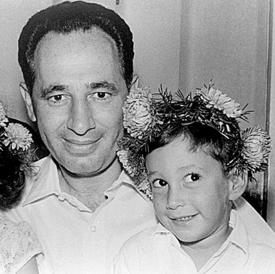 """חמי פרס כילד, עם אביו שמעון ז""""ל"""