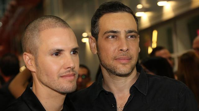 אמיר פרישר גוטמן עם בן זוגו ינאי פרישר (צילום: סיון פרג') (צילום: סיון פרג')