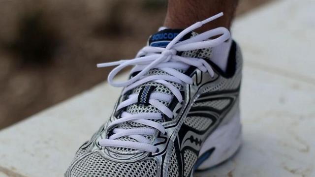 לקשור את הנעליים עד למעלה, כדי להימנע מהחלקת הרגל פנימה (יוסי זאבי) (יוסי זאבי)